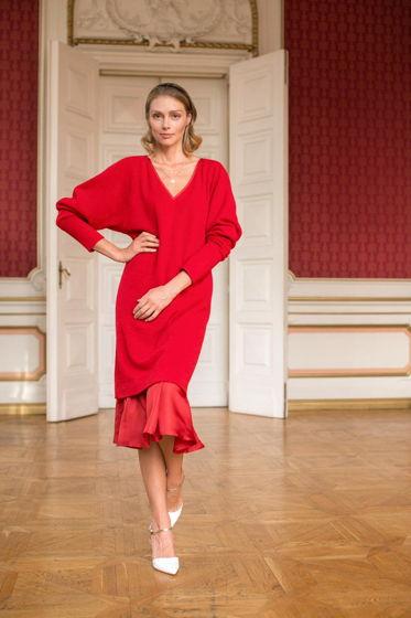 Красное платье свободного кроя из шерсти и шелка