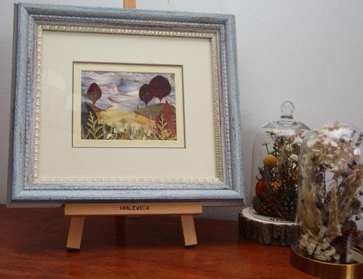 """Картина-гербарий из прессованных цветов и листьев """"Пейзаж в голубой раме"""""""