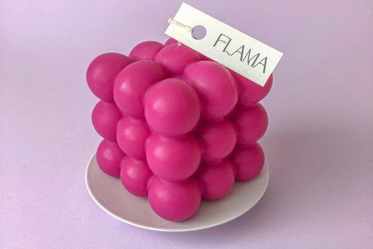 Свеча соевая розовая фуксия в форме куба (бабл) для интерьера, подарка и декора дома ручной работы Flama