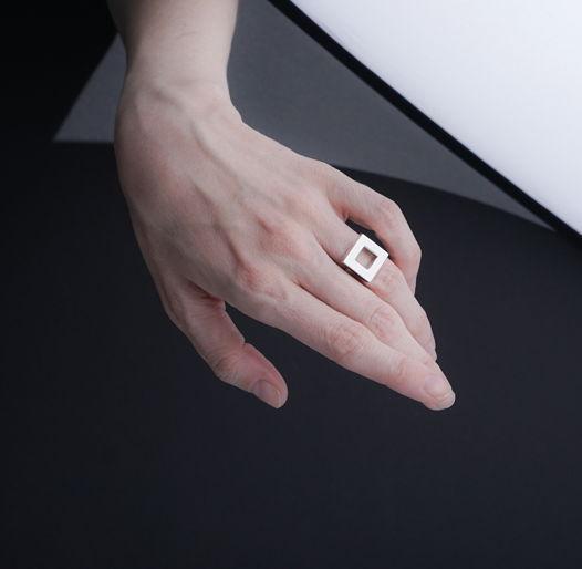 Женское серебряное кольцо КВАДРАТ МАЛЕНЬКИЙ