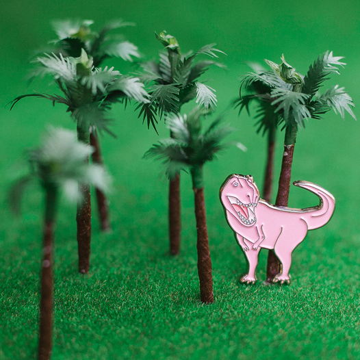 """Металлический значок """"динозавр"""" розовый"""