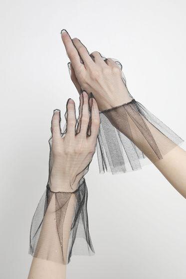 Перчатки из блестящей сетки с коротким воланом