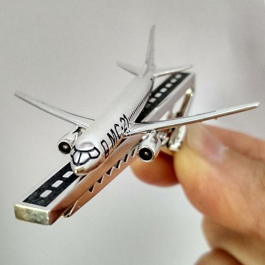 Зажим для галстука самолет МС-21 мужчине, серебро-бетон