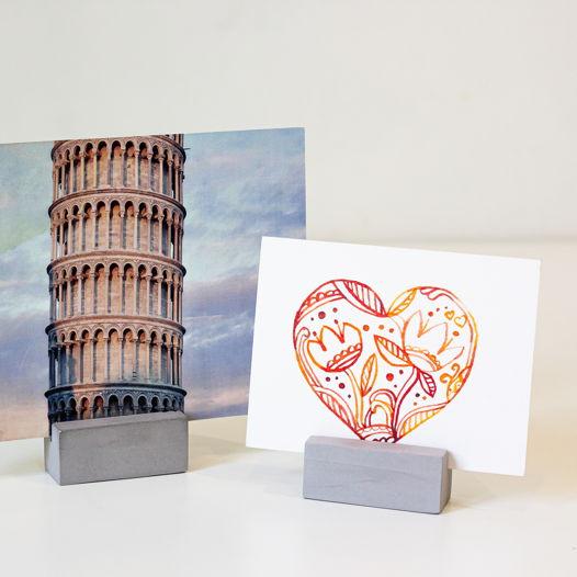 Бетонный держатель для открыток / визиток