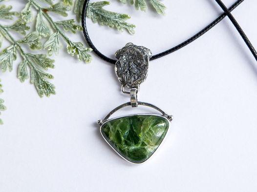 Серебрянная Подвеска с зеленым моховым опалом