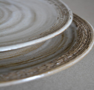Комплект из двух тарелок ручной работы