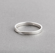 Серебряное кольцо Мебиус