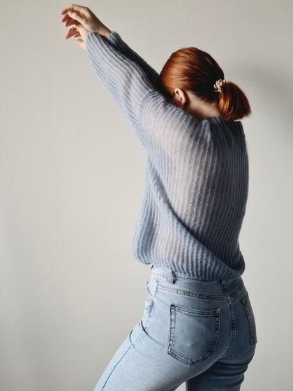 Голубой свитер из мохера и шелка QUEEN