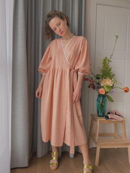 Платье на запах Люси в персиковом льне