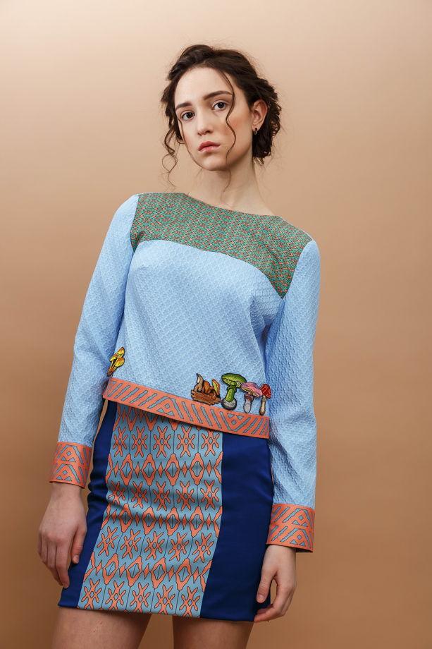 Блуза с нашивками