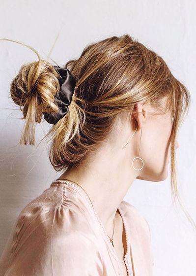 Чёрная резинка для волос из натурального шёлка
