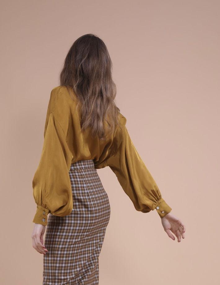 Блузка горчичного цвета с широкими рукавами