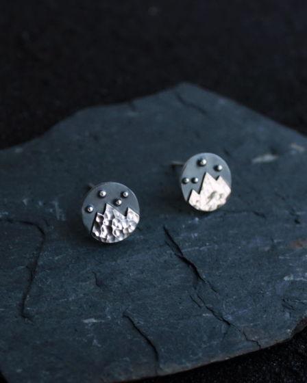 Серьги-гвоздики Горы из серебра