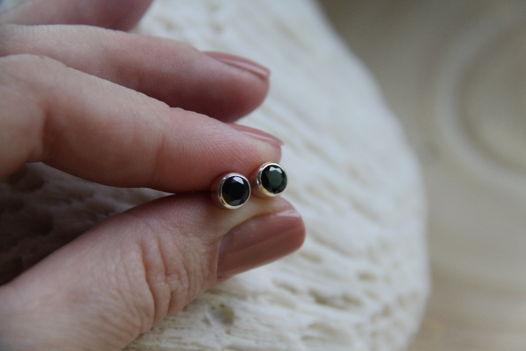 Серьги-гвоздики с ониксом черным