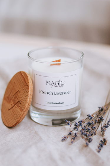 """Ароматическая кокосовая свеча """" French lavender"""" с древесным фитилем ручной работы"""