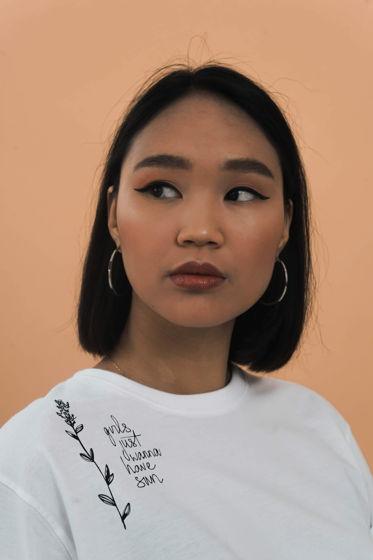 Белая женская хлопковая футболка «Girls just wanna have sun»