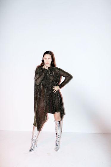 Ассиметричное платье с драпировкой