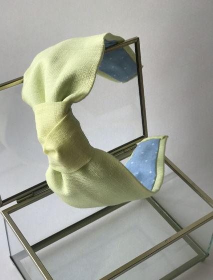 Ободок с узлом лимонного цвета изо льна
