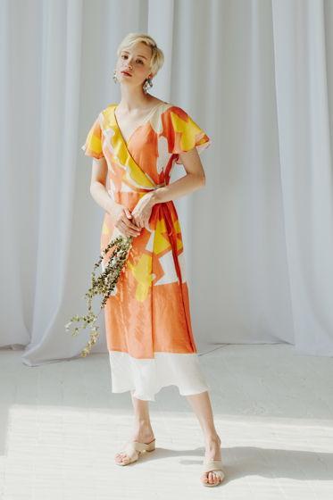 Коралловое платье из льна с воланами