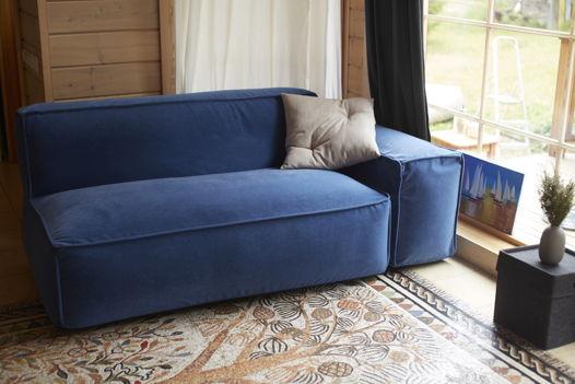 Бескаркасный диван с подлокотником