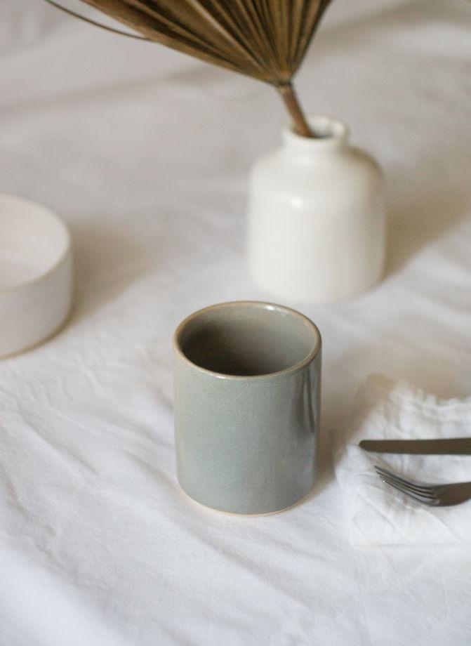 Стакан кофейный серого цвета