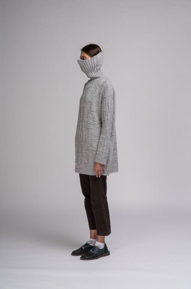 Вязанный свитер с воротником-маской