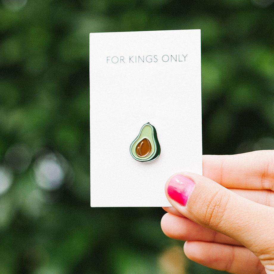 металлический значок «авокадо»