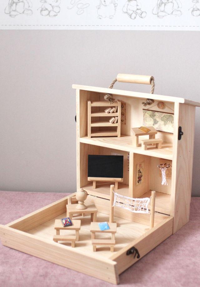 Деревянный кукольный домик - чемоданчик - Школа - для кукол Лол, Сильваниан