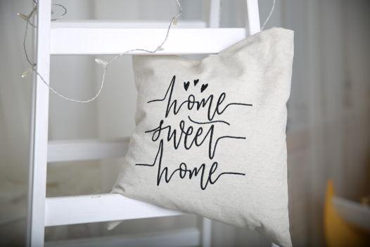 Декоративная подушка с вышивкой и натуральным наполнителем 40*40
