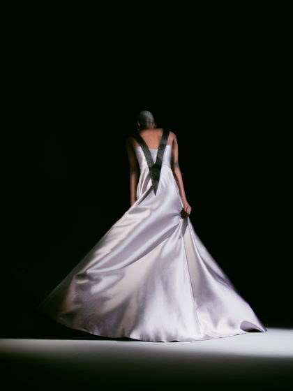 Длинное шикарное платье с красивым декольте