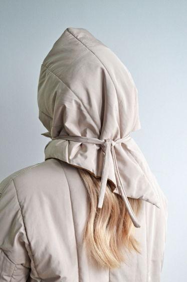 Стеганая косынка на завязках кремового цвета