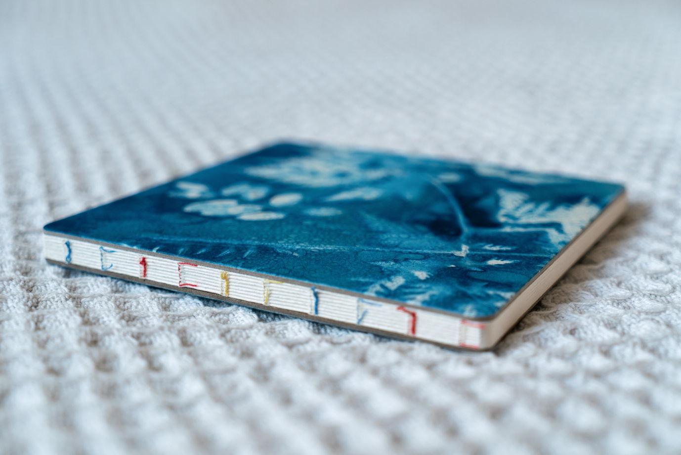 """Скетчбук ШОРОХИ ТРАВ с авторской обложкой в технике """"wet cyanotype"""""""