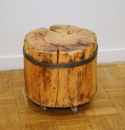 столик-табурет из цельного пня