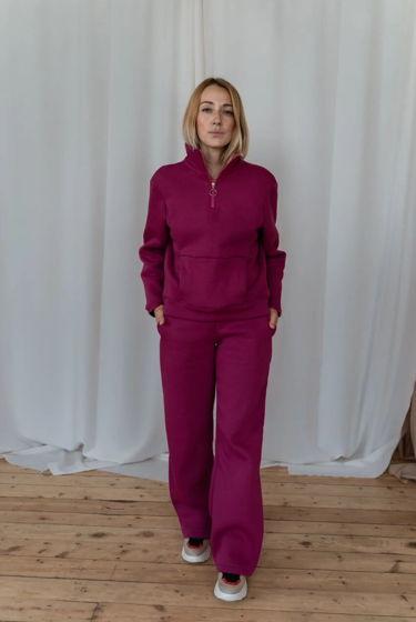 Костюм ягодного цвета с широкими штанами