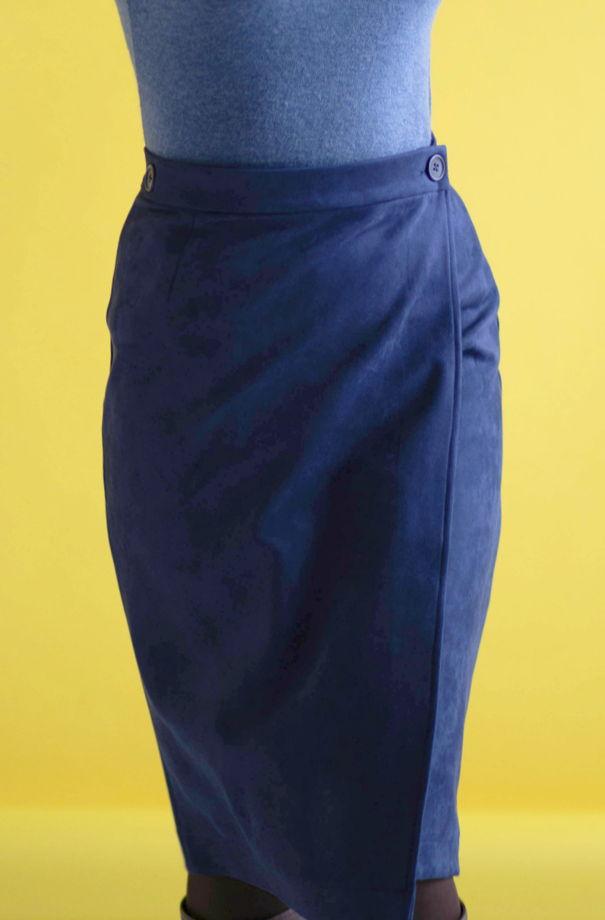 Замшевая синяя юбка-миди с запахом