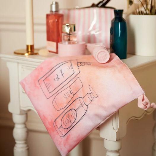 Непромокаемый мешочек для косметики из 100% полиэстера.