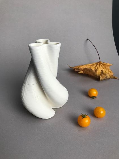 Ваза «Stem» (фарфор, 3D-печать глиной, ручная работа, параметрический дизайн)