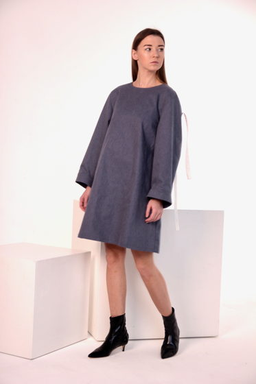 Джинсовое платье с отлётными рукавами