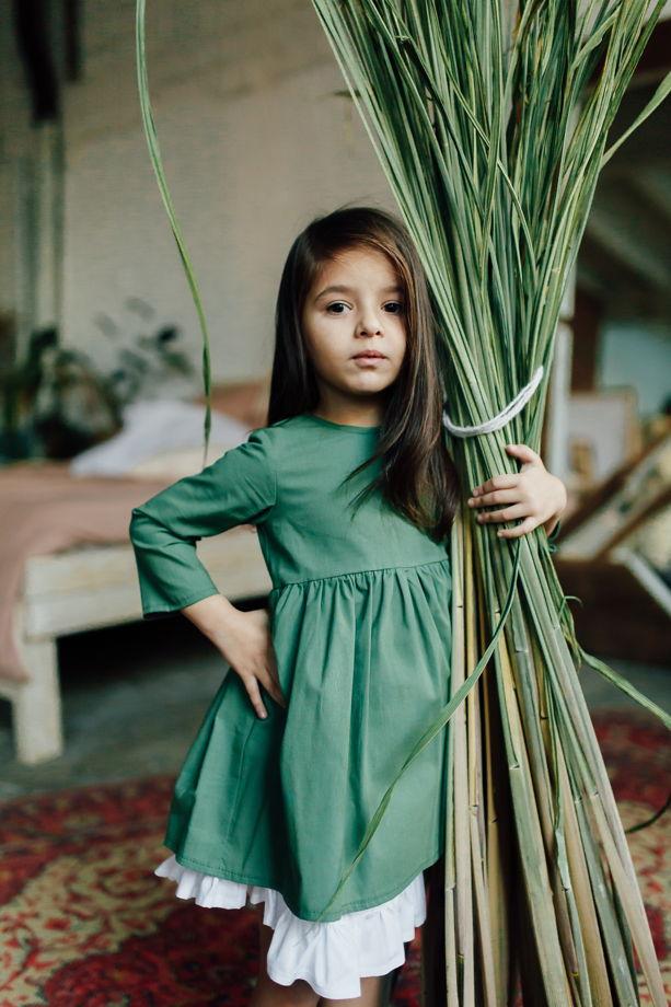 Платье из хлопка со съемным подъюбником  в пыльно-зеленом цвете