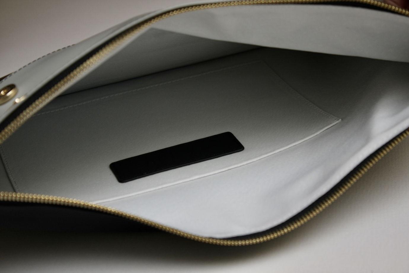 Комбинированный клатч на молнии и магнитных кнопках