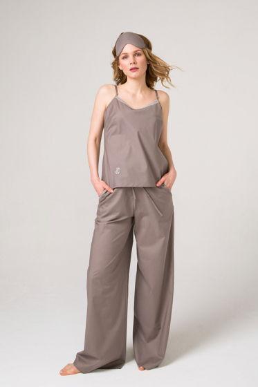 Хлопковый кофейный  пижамный комплект  топ и брюки из   итальянского хлопка с отделкой кружевом и декоративной строчкой.