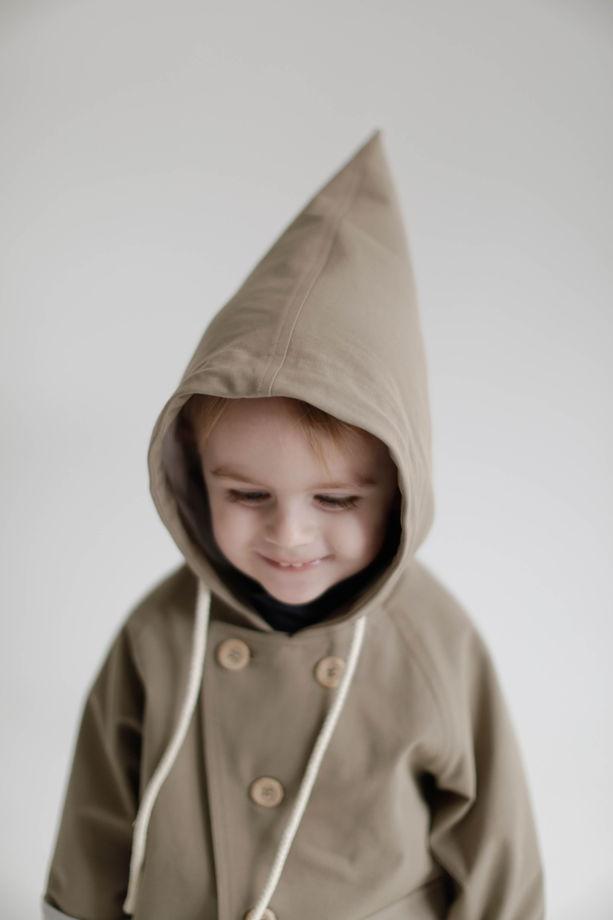 Куртка с треугольным капюшоном