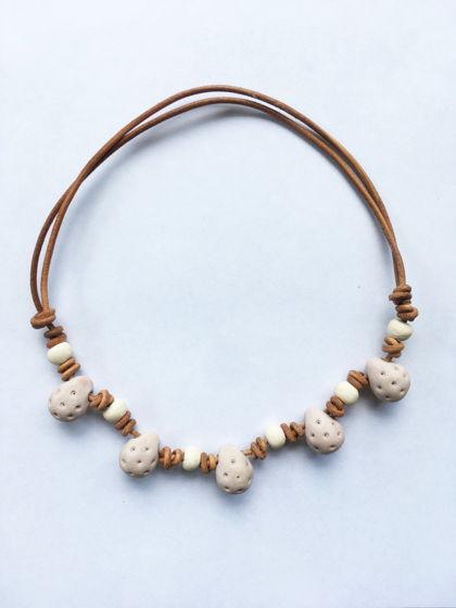 Этнo бусы из керамики на кожаном шнурке