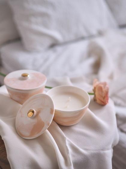 Ароматическая свеча в фарфоровом подсвечнике Ваниль.