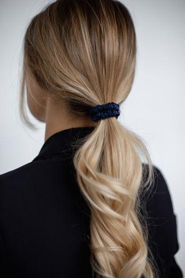 Резинка для волос MINI из натурального шелка темно-синяя