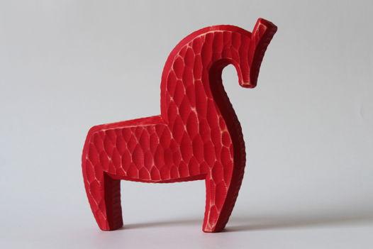Конь гордый красный