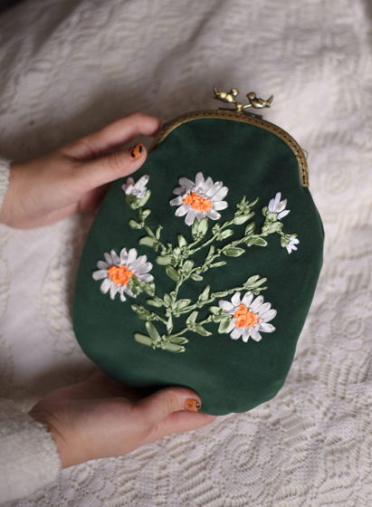 Ромашковая сумка на фермуаре
