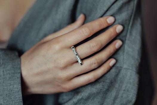 Плоское кольцо из серебра с надписью на латыни
