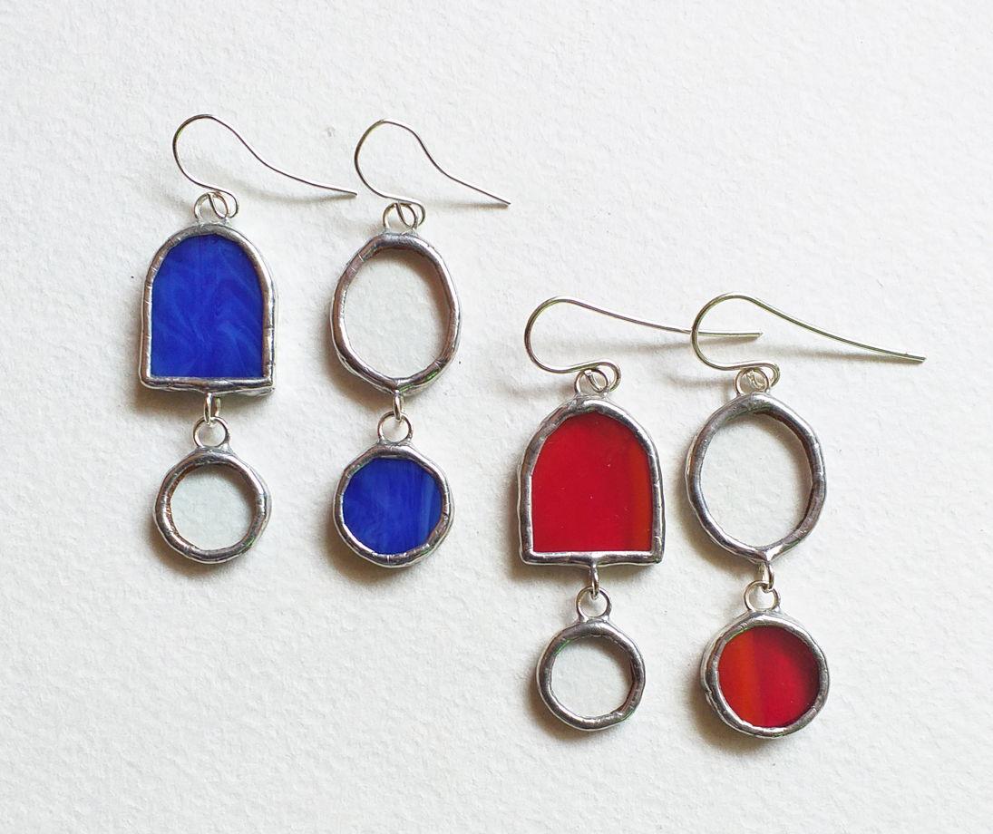 Серьги стеклянные асимметричные красные и синие Рим