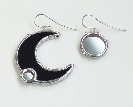 Серьги асимметричные из стекла черные голубые Месяц и звезда с зеркалом с серебряными швензами
